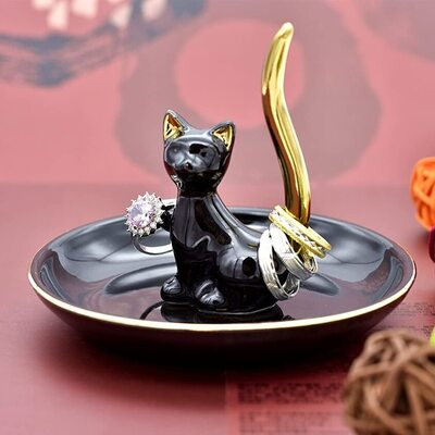 Exembe Happy Cat Posture Ring Holder with Black and Golden Tail